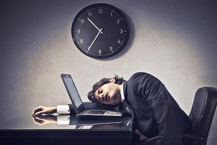 """""""Đừng"""" làm việc quá chăm chỉ nếu bạn muốn thành công"""